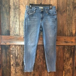 Cabi, 8, Straight Leg Blue Jeans w/Zippers